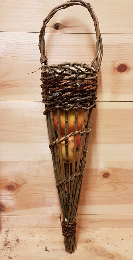 Willow birdfeeder or garlic holder